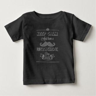 Guarde la calma para tener una camisa del día el |