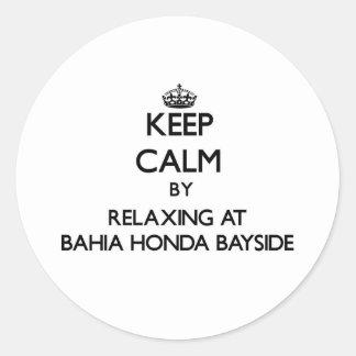 Guarde la calma relajándose en Bahía Honda Bayside Etiquetas Redondas