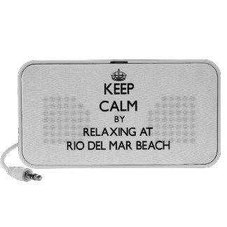 Guarde la calma relajándose en la playa Califor de