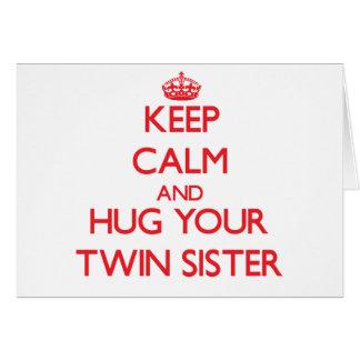 Guarde la calma y ABRACE a su hermana gemela Tarjetón