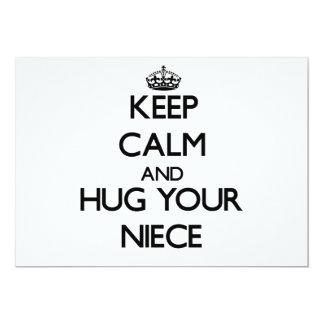 Guarde la calma y abrace a su sobrina invitación 12,7 x 17,8 cm