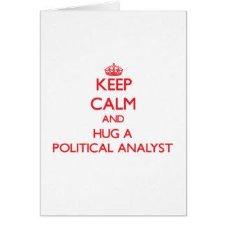 Guarde la calma y abrace a un analista político tarjeta