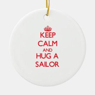 Guarde la calma y abrace a un marinero adorno de navidad