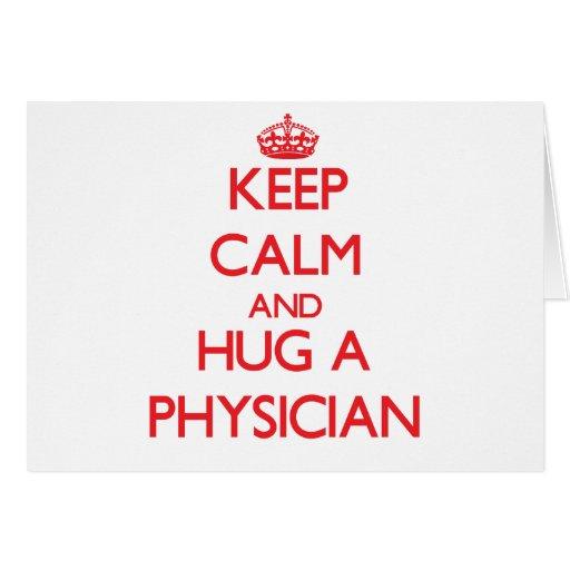 Guarde la calma y abrace a un médico tarjeta