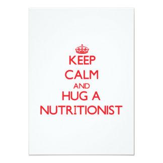 Guarde la calma y abrace a un nutricionista invitación 12,7 x 17,8 cm