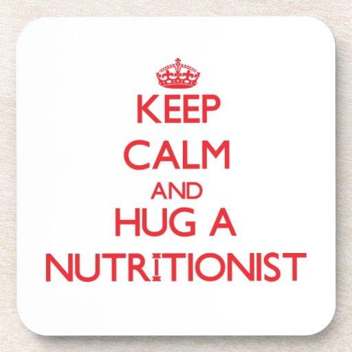 Guarde la calma y abrace a un nutricionista posavasos de bebida