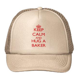 Guarde la calma y abrace a un panadero gorro de camionero