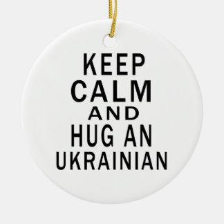 Guarde la calma y abrace a un ucraniano ornamente de reyes