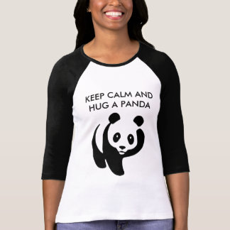 Guarde la calma y abrace una camiseta de la panda