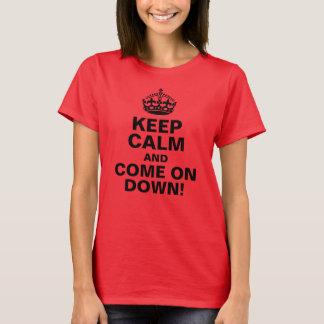 ¡Guarde la calma y adelántese abajo! Camiseta