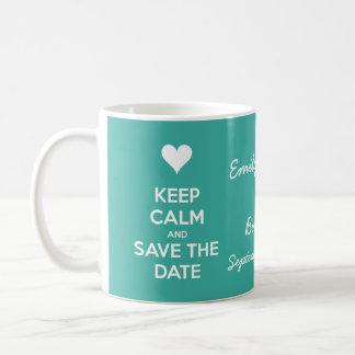 Guarde la calma y ahorre el trullo de la fecha taza básica blanca