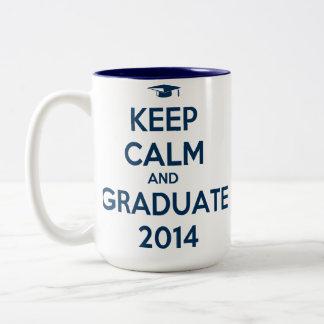 Guarde la calma y al graduado 2014 taza