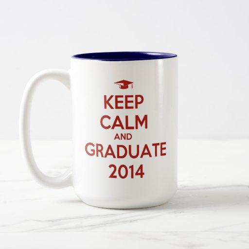 Guarde la calma y al graduado 2014 tazas