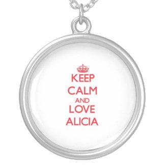 Guarde la calma y ame a Alicia Collares