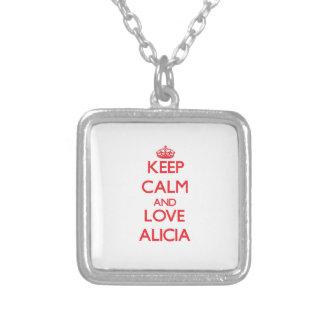 Guarde la calma y ame a Alicia Grimpola