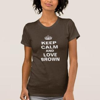 Guarde la calma y ame a Brown Camisetas