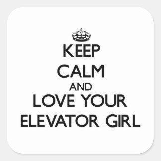 Guarde la calma y ame a su chica de elevador pegatina cuadrada