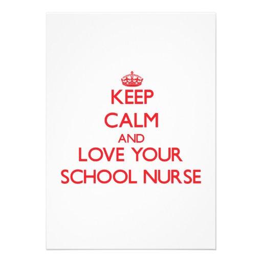 Guarde la calma y ame a su enfermera de la escuela invitación personalizada