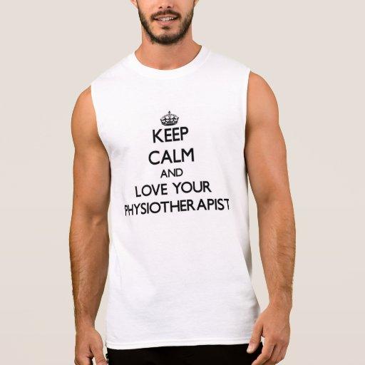 Guarde la calma y ame a su fisioterapeuta camisetas sin mangas