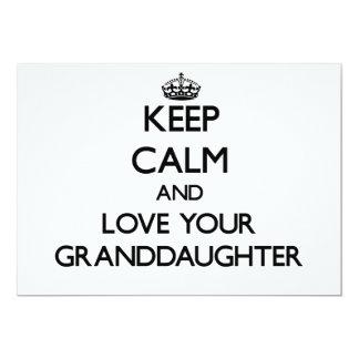 Guarde la calma y ame a su nieta invitación 12,7 x 17,8 cm