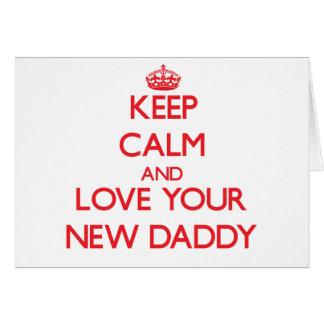 Guarde la calma y ame a su nuevo papá tarjeta de felicitación