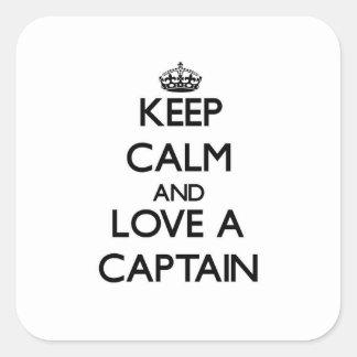 Guarde la calma y ame a un capitán pegatina cuadrada