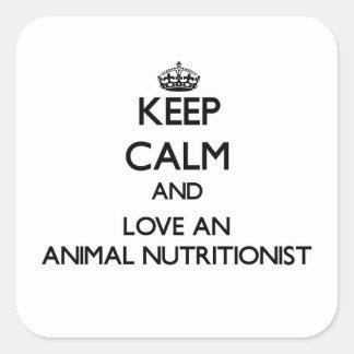 Guarde la calma y ame a un nutricionista animal pegatina cuadrada