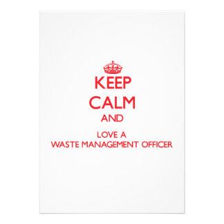 Guarde la calma y ame a un oficial de la gestión d comunicado personalizado