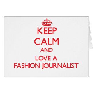 Guarde la calma y ame a un periodista de la moda felicitaciones