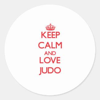 Guarde la calma y ame el judo etiquetas redondas