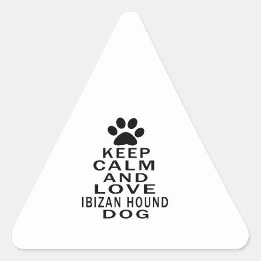 Guarde la calma y ame el perro de caza de Ibizan Calcomanías Trianguloes