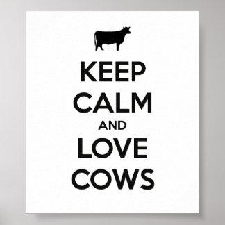 Guarde la calma y ame el poster de las vacas póster
