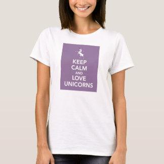 Guarde la calma y ame la camiseta de la púrpura de