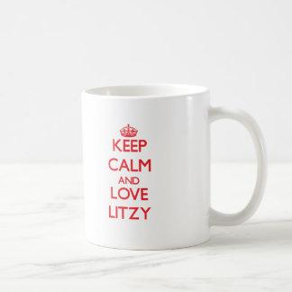 Guarde la calma y ame Litzy Taza Básica Blanca