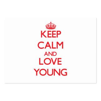 Guarde la calma y ame los jóvenes tarjetas de negocios