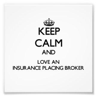 Guarde la calma y ame un seguro que coloca el agen