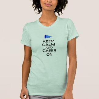 Guarde la calma y anímela encendido camisetas