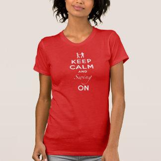 Guarde la calma y balancee encendido camiseta