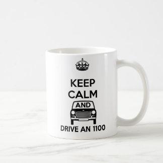 Guarde la calma y conduzca una taza de Austin