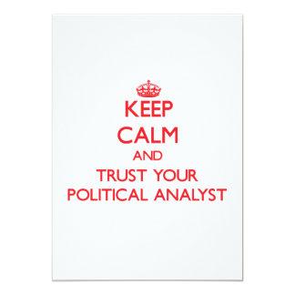 Guarde la calma y confíe en a su analista político invitación 12,7 x 17,8 cm