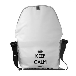 Guarde la calma y confíe en a su explorador bolsas de mensajería
