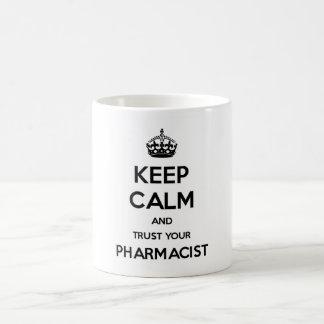 Guarde la calma y confíe en a su farmacéutico taza de café