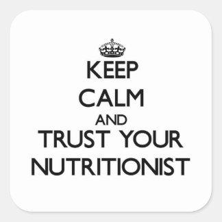 Guarde la calma y confíe en a su nutricionista pegatina cuadrada