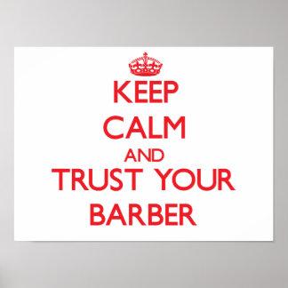 Guarde la calma y confíe en a su peluquero póster