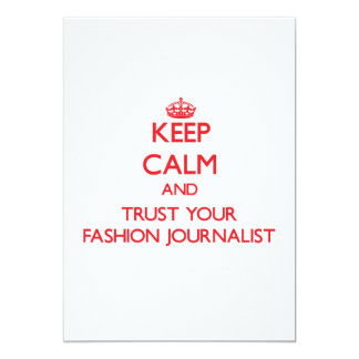 Guarde la calma y confíe en a su periodista de la invitacion personalizada