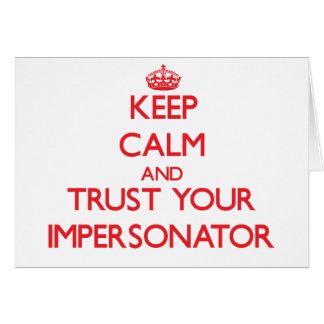 Guarde la calma y confíe en a su personificador tarjeta de felicitación