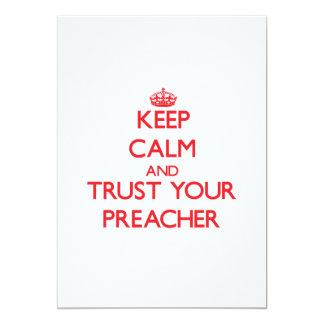 Guarde la calma y confíe en a su predicador invitación 12,7 x 17,8 cm
