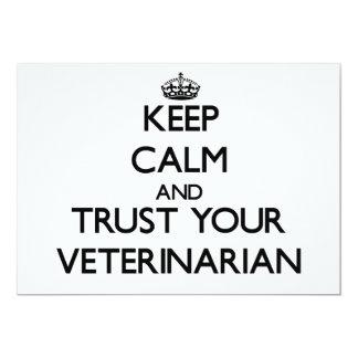 Guarde la calma y confíe en a su veterinario invitación 12,7 x 17,8 cm