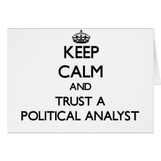 Guarde la calma y confíe en a un analista político tarjeta de felicitación