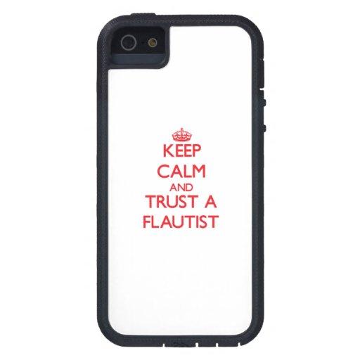Guarde la calma y confíe en a un flautista iPhone 5 Case-Mate cárcasas